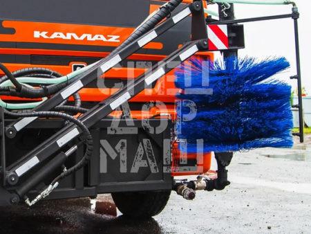 Покупайте Щетка для мойки барьерных ограждений КДМ и другое навесное оборудование для КДМ по выгодной цене в СПЕЦДОРМАШ!